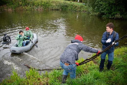 Аквалангисты томских вузов впервые очистили дно Университетского озера