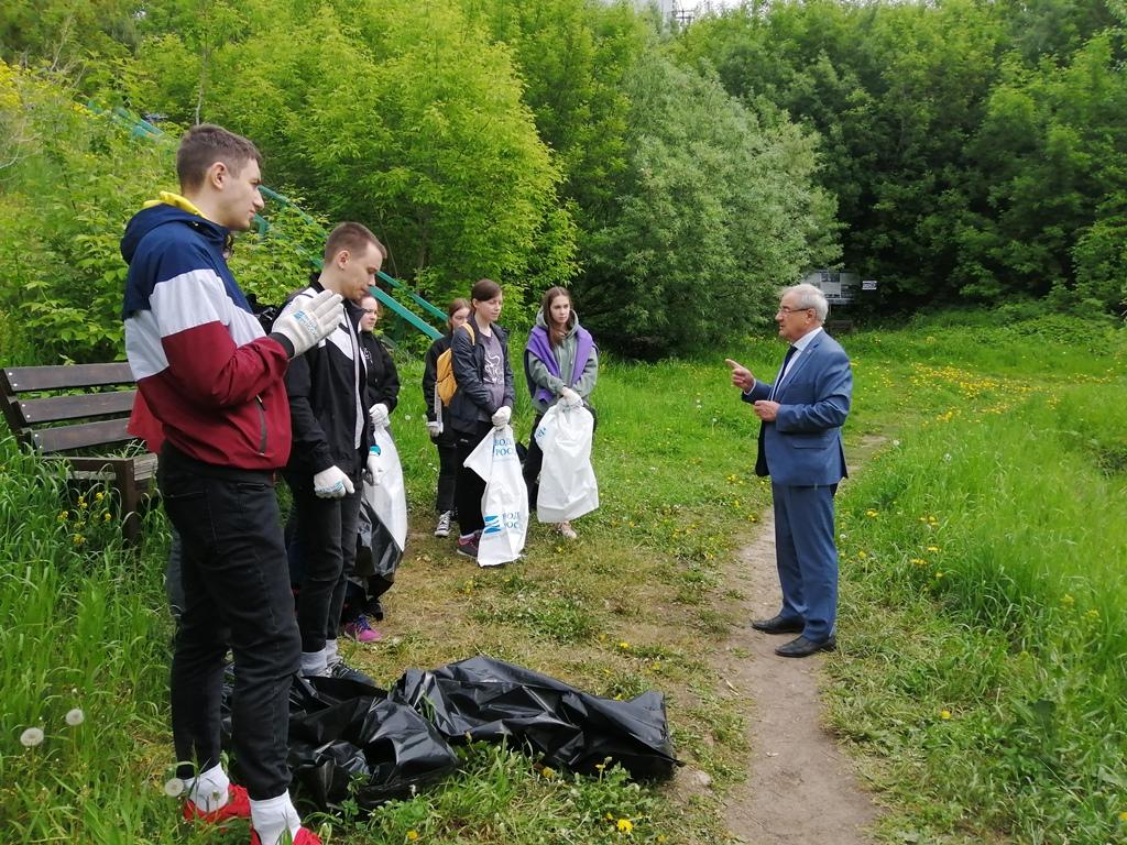 Берега Университетского озера очистили в рамках акции «Вода России»